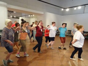 Μαθήματα χορού με τον karjim - karjim introduce us Greek traditional dances