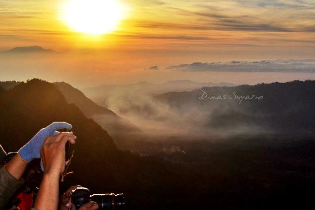Pemandangan dari kawasan puncak Penanjakan yang menakjubkan