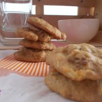 Galletas de okara de avena con manzana y pasas.