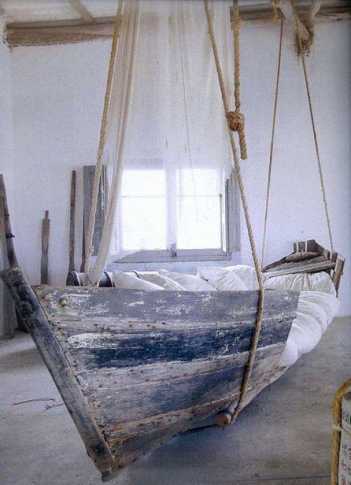 Manfaatkan Perahu Rusak menjadi tempat tidur