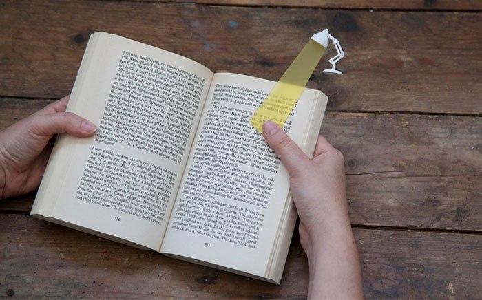 Penanda Halaman Buku Bentuk Lampu Belajar