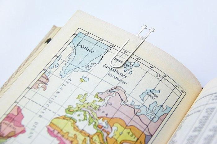 Penanda Halaman Buku Bentuk Tangan Minta Tolong
