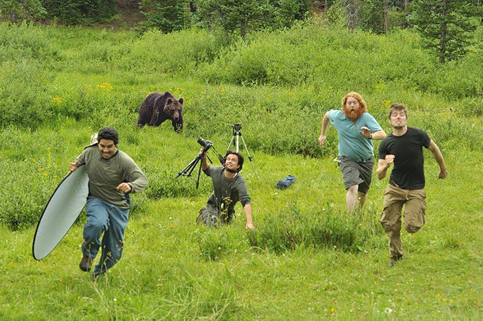 Mereka Lari dengan Sejadi-jadinya ketika Objek Binatang Buas Mengathui Keberadaan Mereka