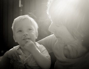 photo-grandmother-with-child-10553