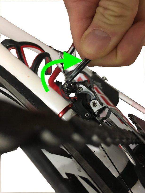Serrage câble de dérailleur avant