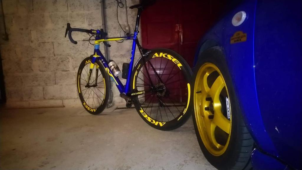 Vélo MF Carbon cycles et voiture Subaru