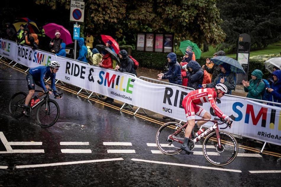 Mads Pedersen en courbe aux championnats du monde.