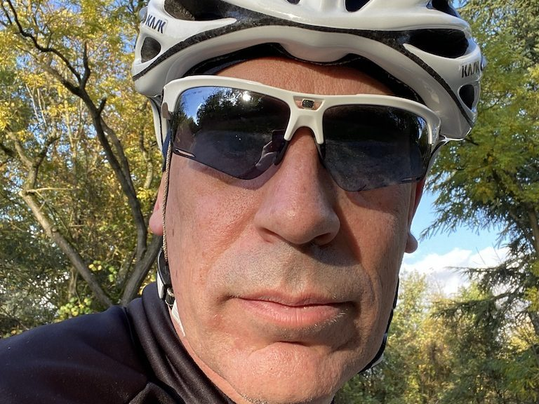 Cycliste avec les lunettes Rudy Project Keyblade