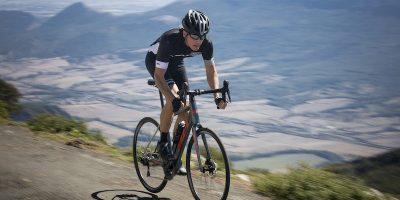 Cycliste avec une BH Core Race 1.6