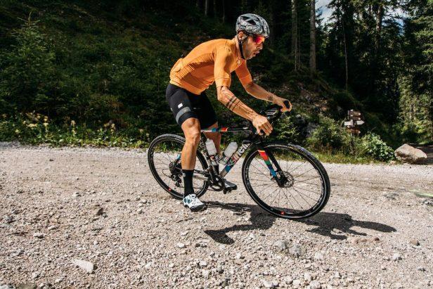 Un cycliste en Gravel
