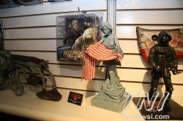 NECA - Columbia Souvenir Statue