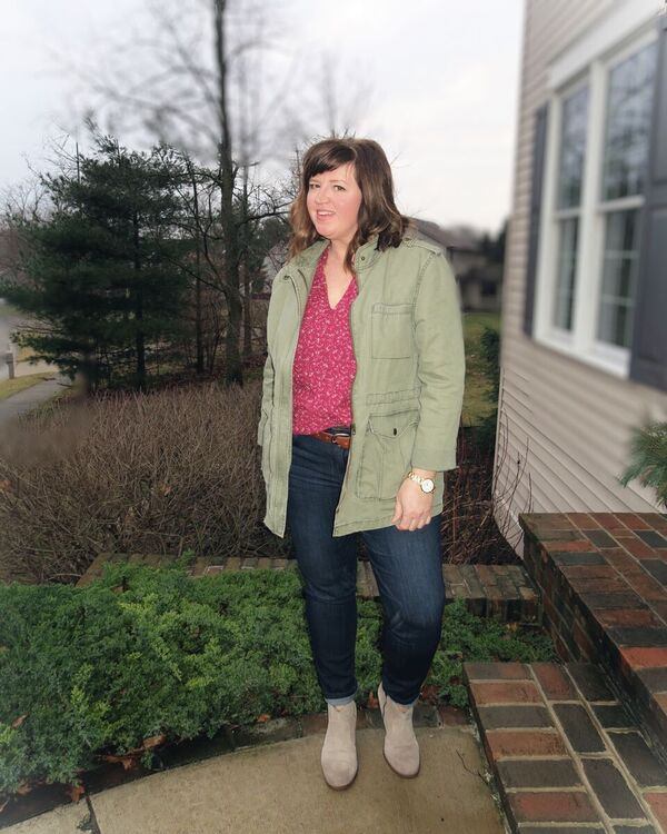 Casual style that works for the curvy girl. Cotton canvas jacket and boyfriends / dimplesonmywhat.com