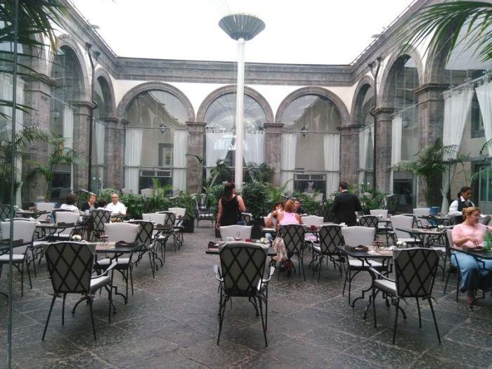 Napoles-Palazzo Caracciolo (5)