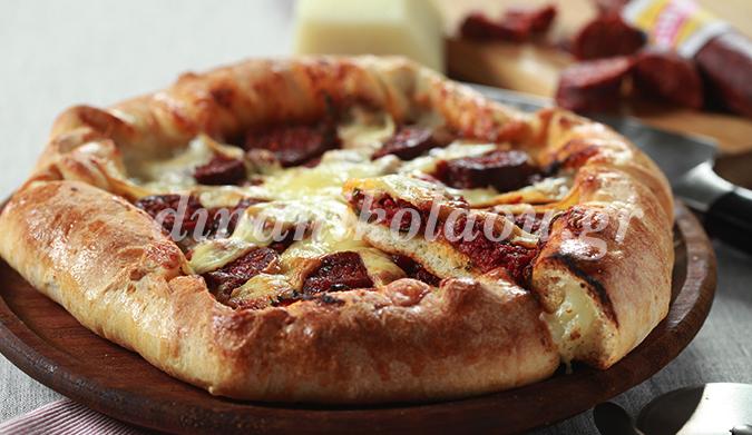 Пицца с сутжуком, фаршированная сыром