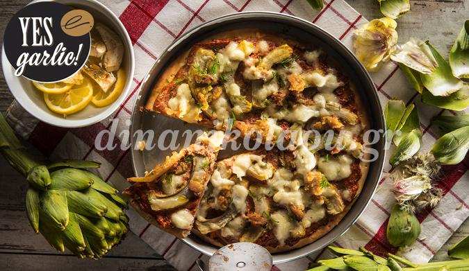Πίτσα με αγκινάρες, λιαστή ντομάτα και πολτό σκόρδου