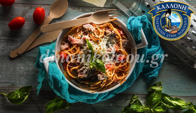 Σπαγγέτι φούρνου με λακέρδα και βασιλικό