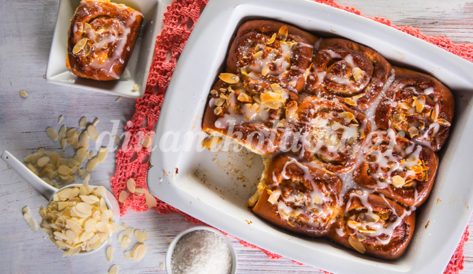 Ρολάκια γεμιστά με κρέμα, αμύγδαλα και ινδοκάρυδο