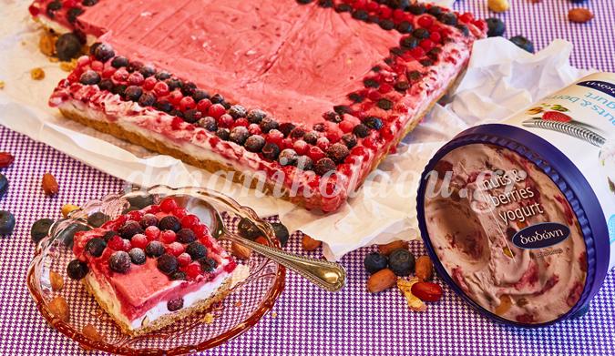 Τάρτα με nuts & berries yogurt και παρφέ φράουλα