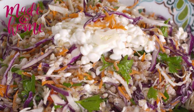 Χειμωνιάτικη σαλάτα με λάχανο και cottage cheese
