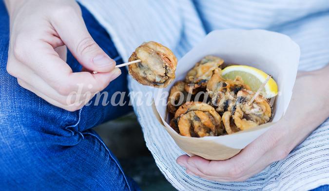Μύδια τηγανητά σε αρωματικό κουρκούτι
