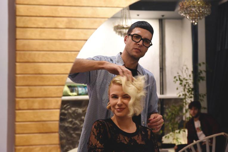 """Άγγελος Βαρθαλίτης: Δημιούργησε το Hair Salon """"Vang"""" στην καρδιά του Κολωνακίου"""