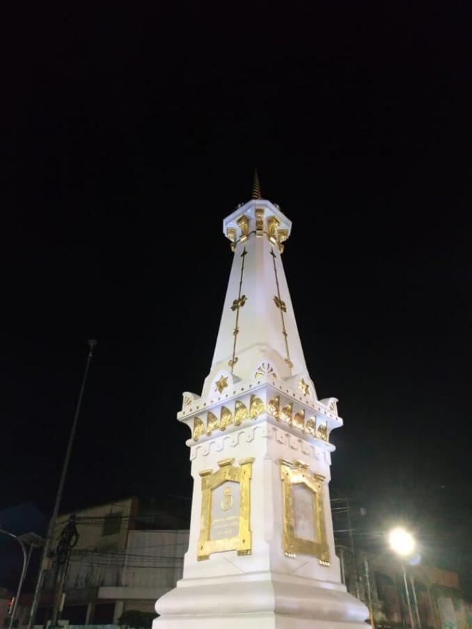 foto tugu monumen jojgakarta / yogyakarta