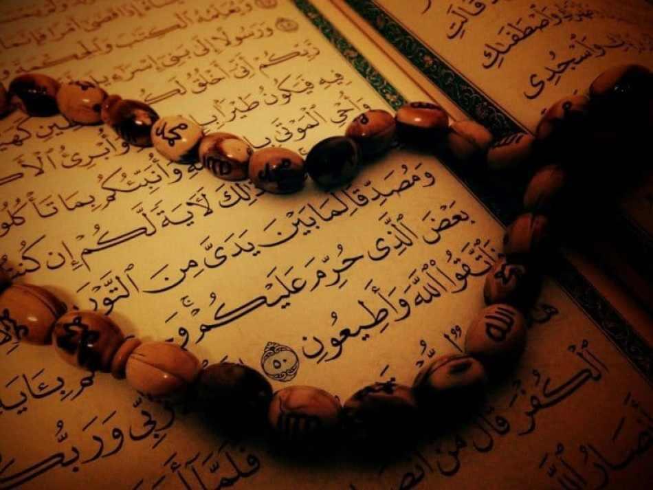 gambar al quran dan tasbih diatasnya, doa pembuka rezeki