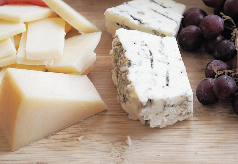 Picture of Avonlea Clothbound Cheddar and Devil's Rock Blue Cheese