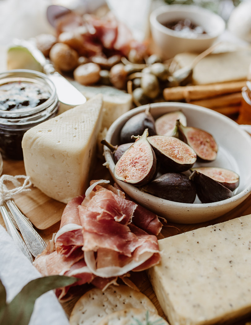 how to make the perfect cheese and charcuterie board