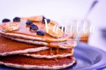 Vanilla-Spice-Pancakes topped with fruit