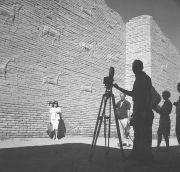 Tournage d'un film sur le tourisme dans les pays arabes, Palais nord de la cité de Babylone, 1961