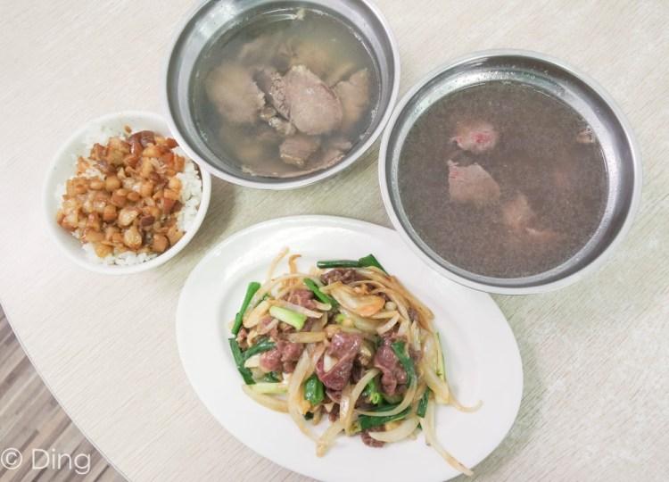 台南安平美食 鄰近安平老街,時常大排長龍,點湯附飯「阿財牛肉湯」,肉燥飯也很推薦喔!