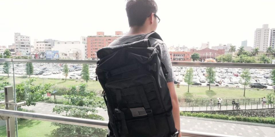 開箱文 送禮最佳選擇,適合不同場合、出差/出國旅行/逛街/出遊都很實用的機能型後背包,「bagrun都會玩家側開旅行背包」。
