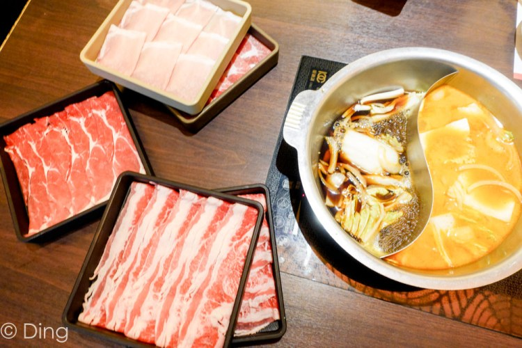 台南東區吃到飽 適合聚會聚餐,南紡購物中心壽喜燒專賣店「Mo-Mo-Paradise」,肉、蔬菜、飲料無限供應,多種鍋品供選擇。