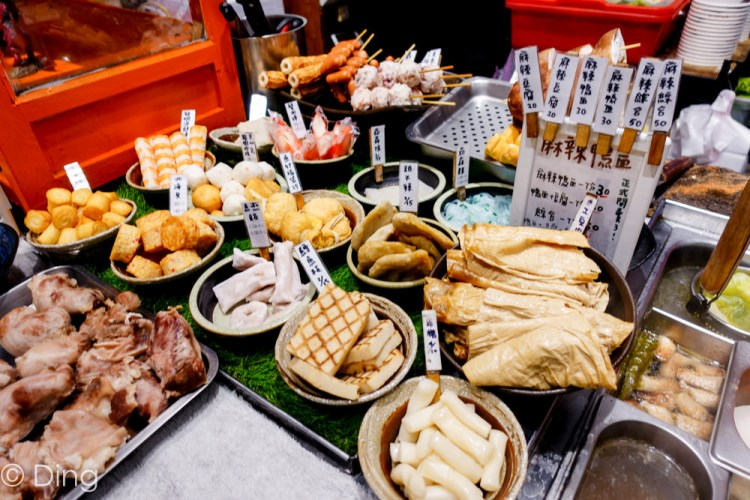 台南東區宵夜 「五福町日式關東煮」,有蔬骨熬製清甜湯頭關東煮,以及美味度百分百的麻辣豆腐,晚餐宵夜的好選擇。