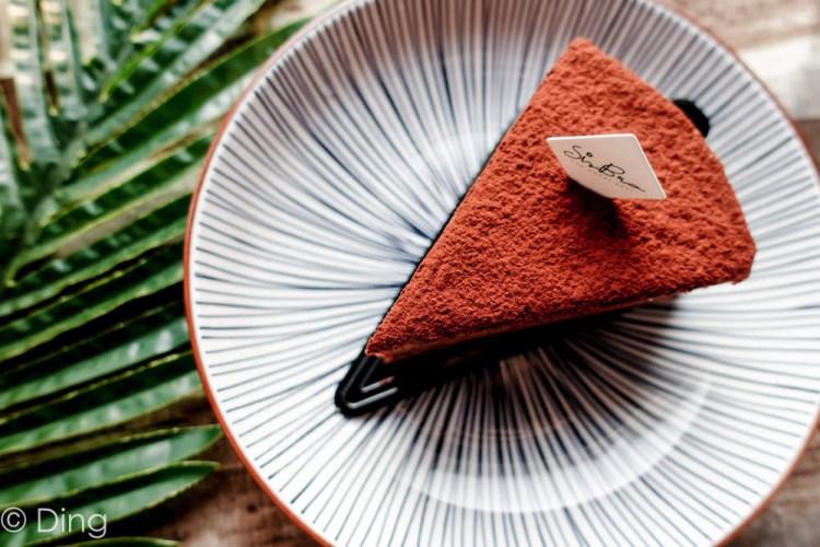 台南東區甜點 府連路「Sisbro 希絲柏甜食所」是早午餐,也提供多種口味千層、鏡面蛋糕及舒芙蕾鬆餅喔!甜點控必來!