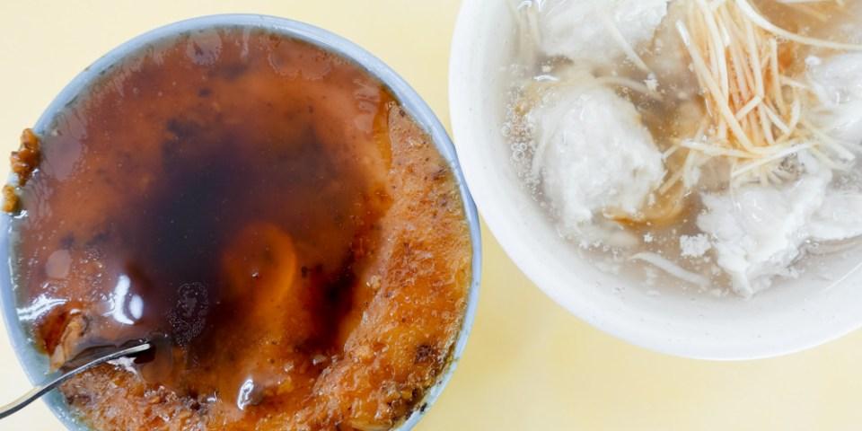 台南中西區美食 開山路「上舜碗粿」只賣古早味碗粿和魚羹,只要$30,簡單的美味,深受在地人喜愛。
