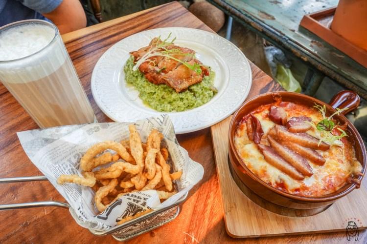 台南早午餐 正興街「花樓三店Follow Coffee lll」 ,必訪的網美早午餐店,在充滿綠意的玻璃屋享用義大利麵、甜點吧!