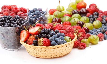 7 Super-Healing Summer Berries
