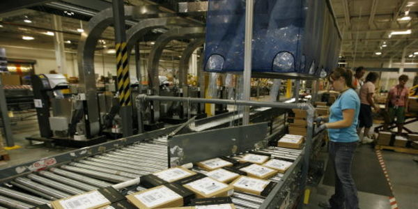 Tell Amazon: Stop abusing your workers and the environment this holiday season!