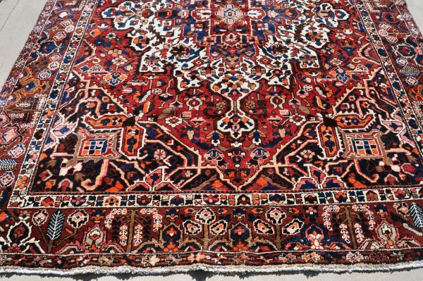 bakhtiar carpet Heriz medallion