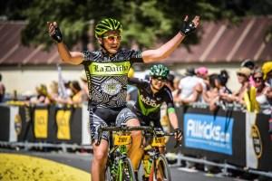 Etape du Tour 2017 - Sous l'arche d'arrivée à Briançon, j'harangue la foule !