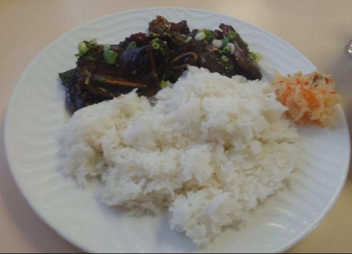 Short ribs with steamed rice.