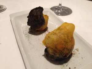 Crispy manioc hydrated with huitlacoche stuffed with a preparation of onion, green tea and foie gras