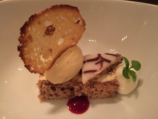 Hungarian cake: sponge cake with vanilla ice cream