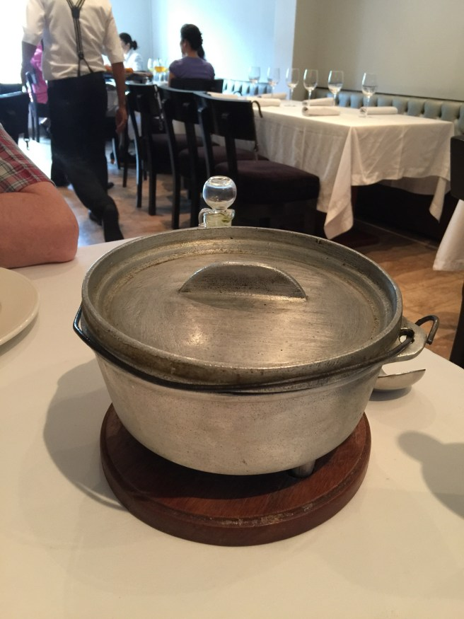 serving pot for duck