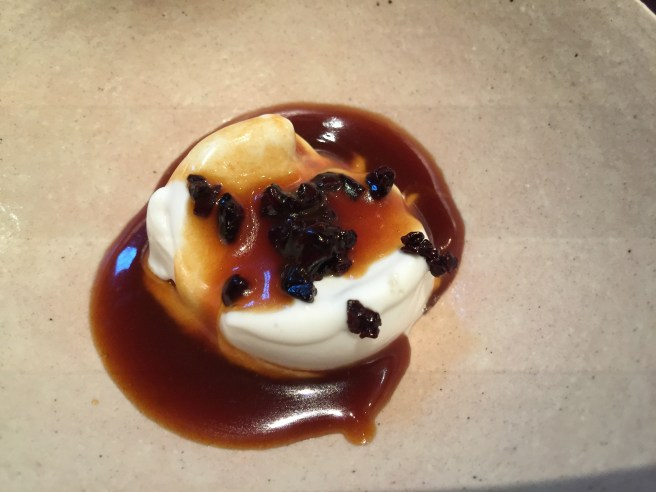 Ice cream and caramel, cooked in the fireplace