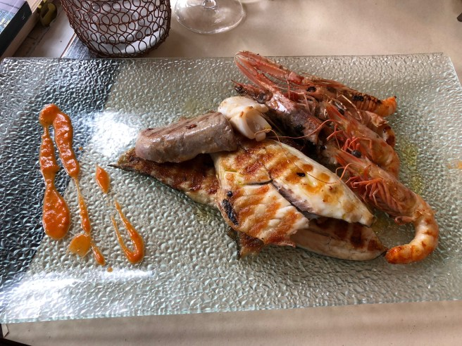 Grilled fish and crustaceans