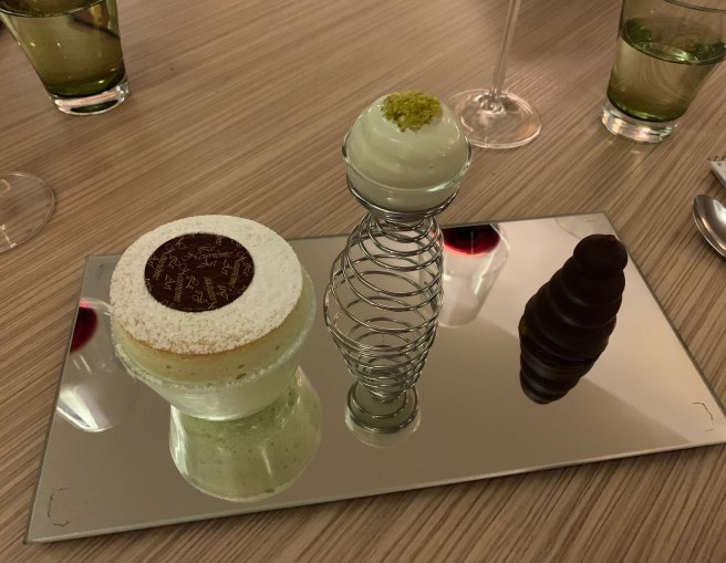 Pistachio souffle with marshmallow and ice cream