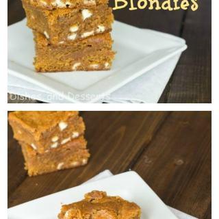 Pumpkin Biscoff Blondies - the perfect fall treat!
